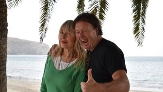Svein Østvik og Lillian Müller tar begge turen på charterferie!