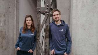 Die Geschwister Juliane und Adrian Spieker setzen sich mit ihrer innovativen Idee eines digi-talisierten Mehrwegsystems für die Frischtheke im Einzelhandel für eine nachhaltige Zukunft ein. (Bild: PFABO GmbH)