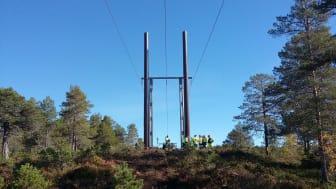 Montering av tilsvarende komposittmaster som er valgt for nettilkobling av Roan og Storheia vindparker