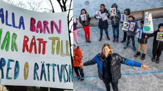 Barn i Sverige och världen  har hårdtränat inför Jorden runt-loppet med hjälp av olympier, som här Anna Laurell Nash, olympisk boxare.