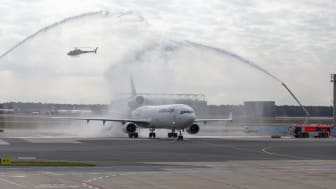 Lufthansa Cargos letzte MD-11F wurde heute mit einem Wasserbogen der Flughafenfeuerwehr Frankfurt verabschiedet