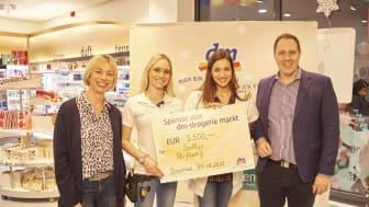 Ein voller Erfolg: 3.500 Euro nahm Sally von Sallys Welt in einer Stunde Kassieraktion für Sallys Stiftung ein.