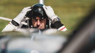 Mit der MARQ Aviator behält Matthias Dolderer globale Fliegerkarten im Blick und wickelt unter anderem Vorflug- und Routinekontrolle ab.