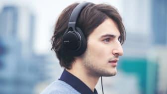 •Аудио высокого разрешения (Hi-Res Audio) позволяет вам слушать музыку такой, какой она задумана исполнителем