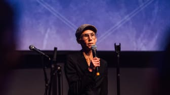 Stina Oscarson tog emot sitt pris under fredagkvällen. Foto: Pao Duell