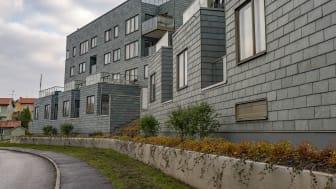 "Brf Patriam Stocksund, takskiffer på fasad ""Nordskiffer Grön"""