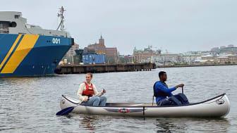En av årets nyheter bland aktiviteterna i Jubileumsparken är kanotpaddling.
