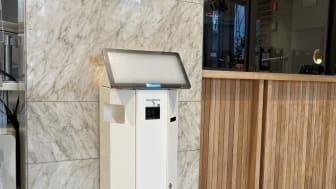 I stadshusentrén finns det två terminaler för besöksregistrering. De står på vardera sidan om receptionen.