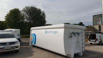 Kraftringens har utvecklat en unik mobil lösning att tillvarata tappvatten vid reparationer av fjärrvärmenätet. Nu kan vattnet återbrukas i systemet istället för transport med spolbil.