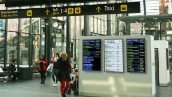 Digitala informationsskyltar ger resenärerna viktig information på Malmö C.