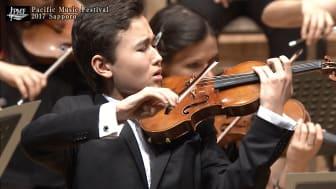 Daniel Lozakovich Japan-debuterade 2017 med Bruchs första violinkonsert under ledning av Valery Gergiev. (Foto: Pacific Music Festival)