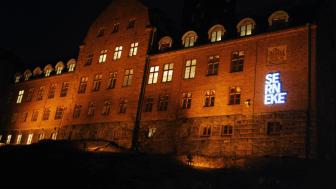 Fasadskylt på Sernekes huvudkontor Göteborg