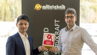 Bilden visar Sean Chou, Business Development Manager på Mean Well och Magnus Lund, VD på Milleteknik