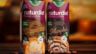 Naturdiet Protein Coffee lanseras i smakerna Caramel Cappuccino och Caffè Mocha och påminner om söta iskaffedrycker från kafé, fast med bättre näringsinnehåll, vitaminer, mineraler och färre kalorier.