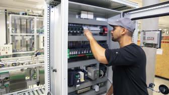 Tillförlitlig strömförsörjning med nya kompakta nätaggregat från Schneider Electric