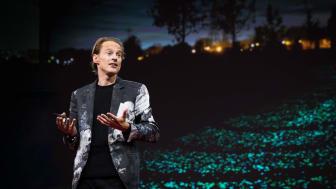 """Daan Roosegaarde er av Forbes omtalt som """"a creative change maker"""", utnevnt Young Global Leader av World Economic Forum for sitt arbeid og har mottatt priser over hele verden. Nå kommer han til Norge og Lysets dag."""