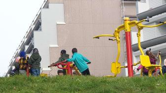 De nye treningsapparatene har blitt et yndet samlingssted for barn på Vestli.