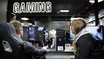 Normaalisti Gigantin myymälöissä sijaitsevat pelialueet ovat täynnä pelaajia, jotka kokeilevat koneita ja viettävät aikaa gaming-harrastuksen parissa. Nyt myymälöiden tietokoneet on valjastettu koronan vastaiseen työhön.