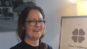 Charlotte Wells, projektledare för Konst i Krylbo och ordförande för Folkare Konstförening jublar över att kunna genomföra Konst i Krylbo.