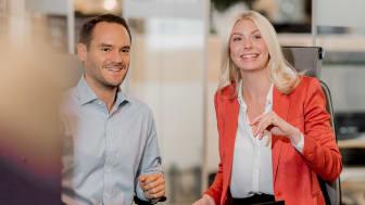 Svenska företag planerar löneökningar på 2,8 % för 2022 när frysta löner tinar upp