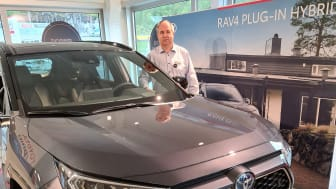 Biljournalister har trillet maksimalt med antall øyne på terningen i sin vurdering av denne modellen, sier Oddgeir Nergaard, driftsleder hos Nordvik Toyota Narvik. Foto: Nordvik AS.