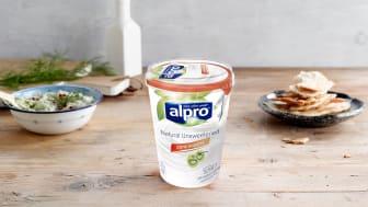 Endelig lanserer vi et plantebasert alternativ til matyoghurt – helt uten tilsatt sukker