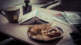 Fika hører med til skandinavisk hygge, og serveres på alle Clarion Collection-hotell på ettermiddagen før det dekkes opp til kveldsmat. Her får du alltid noe søtt og godt å bite sammen med kaffe eller din favoritt-te.