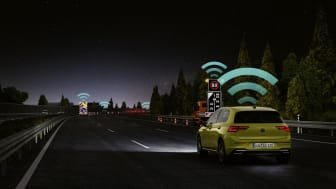 En teknologisk milepæl i trafiksikkerhed: Eksperter lovpriser Volkswagens Car2X-teknologi