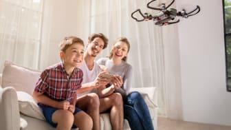 Komplett opplever dobling av dronesalget. De nye «Selfie-dronene» er en av årsaken til den kraftige omsetningsveksten.
