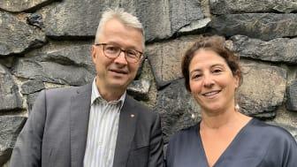Folkuniversitetets rektor Gunnar Danielsson och Dilsa Demirbag-Sten, generalsekreterare på Berättarministeriet, vill skapa nya mötesplatser för folkbildning.