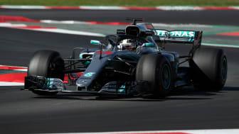Lewis Hamilton er klar for en ny Formel 1-sesong. Her under en testrunde i Spania tidligere i år. Foto: Scanpix