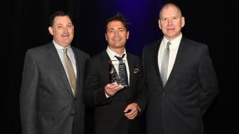 Vid en galamiddag i Las Vegas, fick en glad Mats Colak, Category & Space Development Manager Cloetta Sverige ta emot det internationella priset för bästa Custom Assortment.