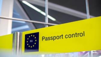 Barns resor utomlands kontrolleras så att de inte lämnar länder mot sin vilja