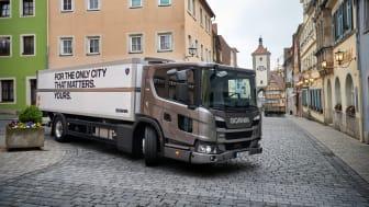 Die Scania L-Baureihe ist auch mit 7-Liter-Motor verfügbar. Mehr über diese Fahrzeuglösung erfahren Sie bei der virtuellen Scania Automobilausstellung.