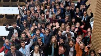 Drøyt 80 av de 11 sommerstudentene var i forrige uke samlet hos Norconsult i Sandvika. Foto: Norconsult