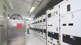 Kestävä energiaratkaisu hyödyntää mikroverkkoja, lämmöntuotantoa, energian varastointia ja uusiutuvia energialähteitä. Kuva: Schneider Electric