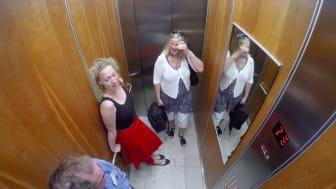 Riksbyggen överraskade Sundbybergsbor med opera i hissen