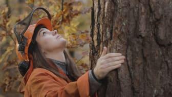 Bild ur filmen Respekt som visar svenska möbelföretags perspektiv på hållbarhet och som premiärvisas på mässan 4 februari.