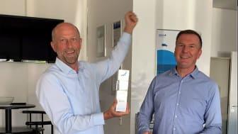 """idem telematics (hier vertreten durch die Geschäftsführer Jens Zeller und Thomas Piller, v.l.) wird 2020 in der Kategorie """"Telematik für Kühltransporte"""" ausgezeichnet."""