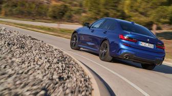 Den nye BMW 330i Sedan (Model M Sport i farven Portimao Blue)