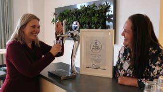 Idag tog Anna-Karin Karlsson, Gästrike återvinnares förbundsdirektör, emot ett diplom från Therése Staff på Gästrike Vatten för Kranmärkt verksamhet.