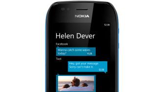 Nokia_Lumia_710_black_threads.jpg
