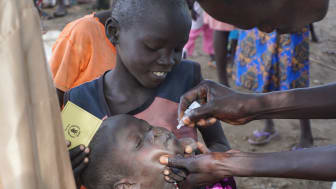 A child in South Sudan receives treatment. (Photo by Peter Martell / UNICEF)