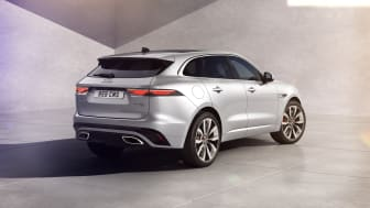 Jag_F-PACE_22MY_03_R-Dynamic_Exterior_Rear_3-4_110821