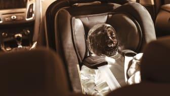 Smeltet isbaby i varm bil