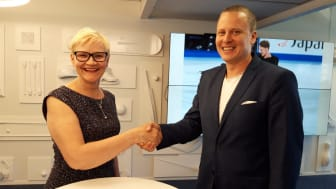 SolidSports country manager Sauli Silvonen och ordförande i Finlands Handbollsförbund Päivi Mitrunen.