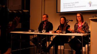 Katherine Cash (th) utvecklar resurser för att främja religions- och övertygelsefrihet för Svenska missionsrådet och NORFORB. Här deltar hon i ett samtal på MR-dagarna 2019.