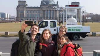 CO2-Tag 2018: Selfie vor Reichtstag