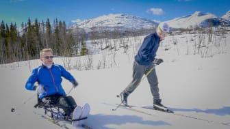 For Jens-Willy betyr det mye for farsrollen at han kan dra på skitur med guttungen! Foto:Christin Løken/Balder Film AS