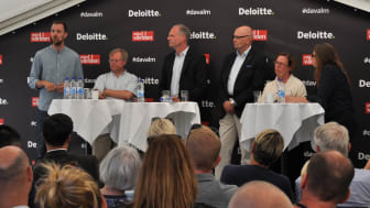Från vänster: Andreas Lundgren, Head of Engineering för Tink, Martin Gren, medgrundare av Axis, Peter Löfgren, CEO på Synerleap (ABB), Klas Wåhlberg, vd på Teknikföretagen och Madeleine Sjöstedt, generaldirektör på Svenska institutet (SI).